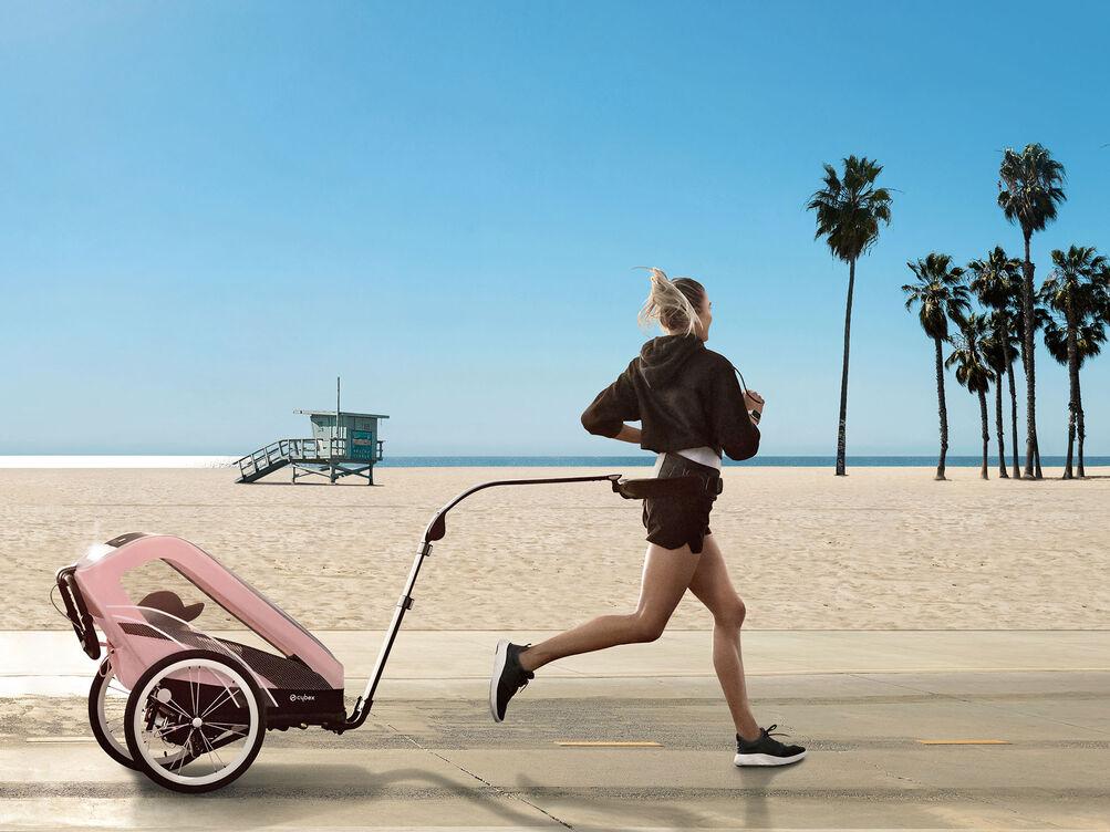 Cybex Gold Sport Kinderwagen Karussel Kampagne Bild
